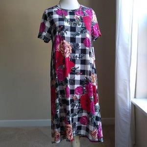 LulaRoe Carly 👗- Buffalo check pink floral,XS